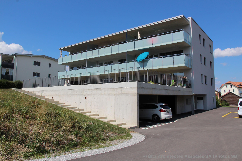 Immeuble d'habitation collective locatif de 9 appartements avec parking semi enterré à Vuadens dans le canton de Fribourg.